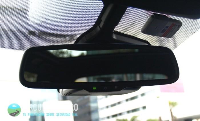 Cómo funcionan los espejos retrovisores de oscurecimiento automático