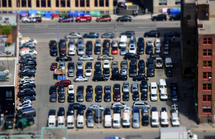 Aparcar atravesando la plaza de parking,  desde atrás