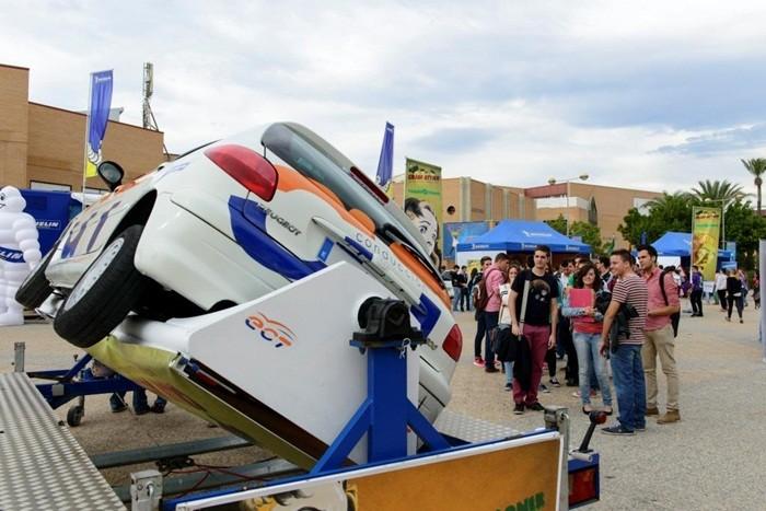 Un simulador de vuelco en el Plan Joven de Seguridad Vial de Michelin