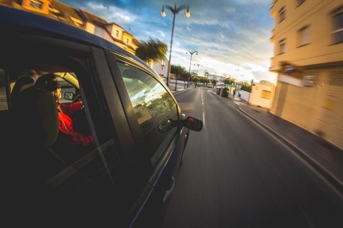 La percepción de lo que es circular rápido, muy rápido o con exceso de velocidad
