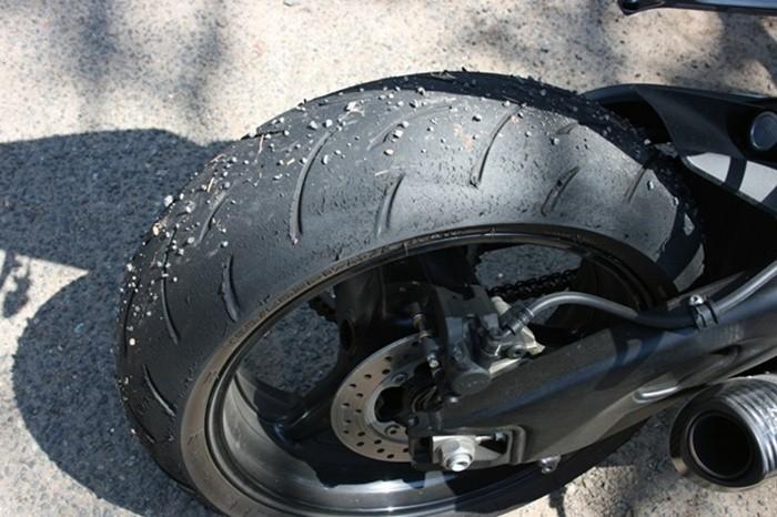 Presiones inadecuadas en moto, casos prácticos