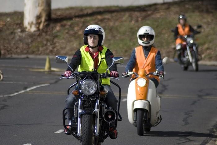 Cursos de conducción de motocicletas a cambio de créditos universitarios