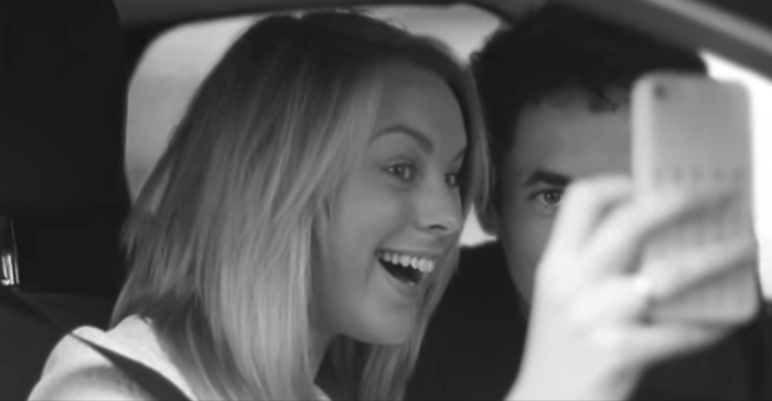 Autofoto o 'selfie' al volante, la prueba de la imprudencia