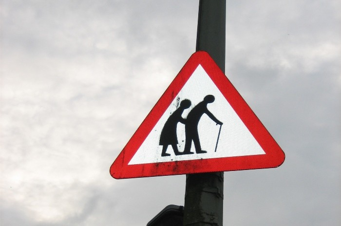 Prioridad de paso, peatones y ancianos