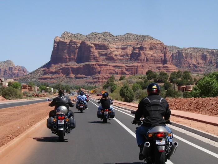 Tres videoconsejos para los conductores de motocicletas de la mano de la DGT