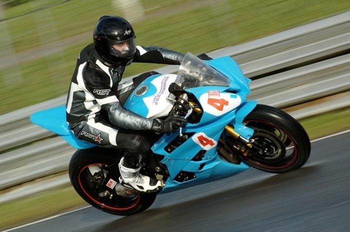 Comportamiento básico de la motocicleta (4): reparto de pesos y efecto giroscópico