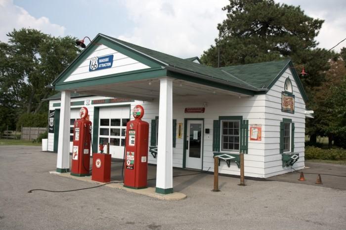 ¿Por qué se prohíbe el uso del móvil en las gasolineras?
