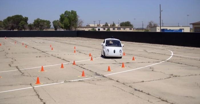 El coche autónomo de Google tiene vía libre para circular por carretera real