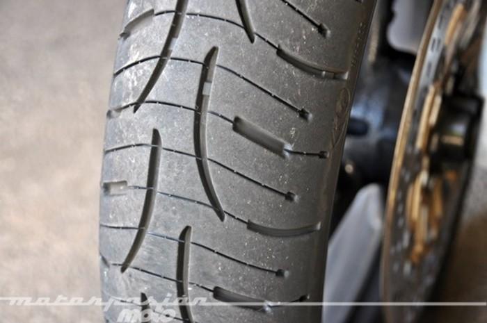 ¿Tengo que cambiar el neumático de mi moto?