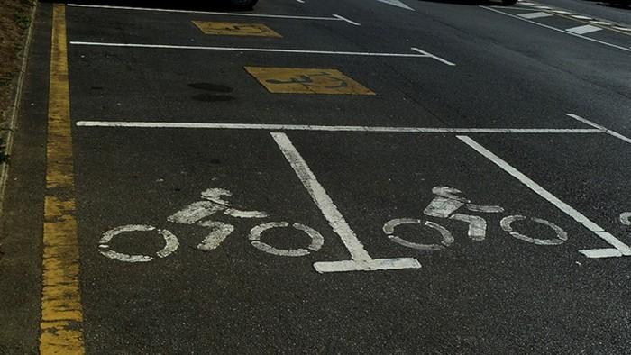 Reservado para motocicletas y minusválidos