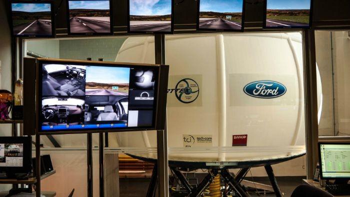 Virttex, el simulador de Ford para poner a prueba la conducción distraida