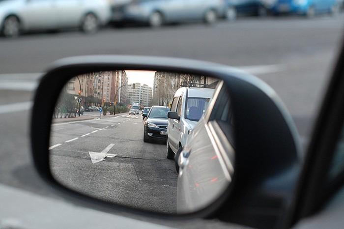 Cuando adelantes a otro vehículo también debes respetar la distancia de seguridad
