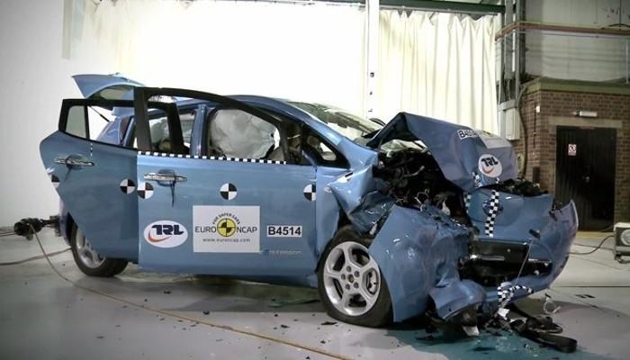Si el frontal de tu coche se dobla… es que está bien hecho