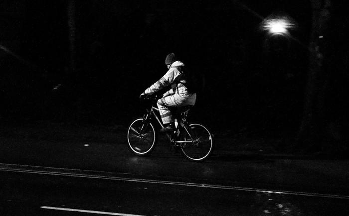En bicicleta no te olvides de las luces