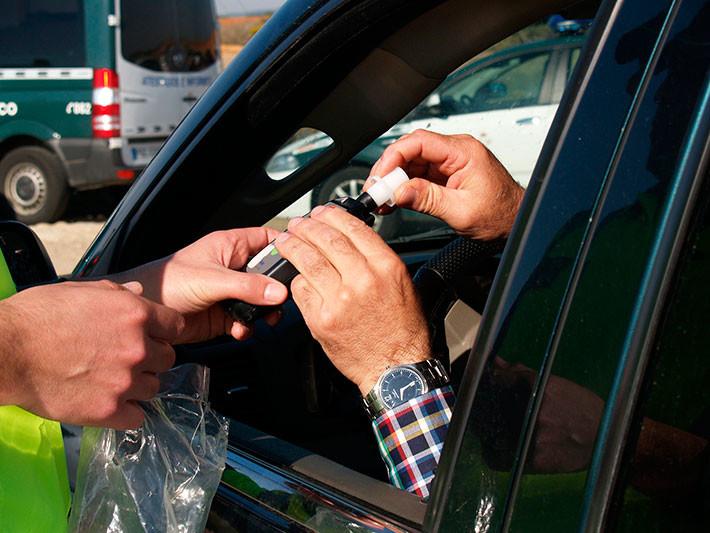Conducir con alcohol o drogas puede llevarte a la cárcel