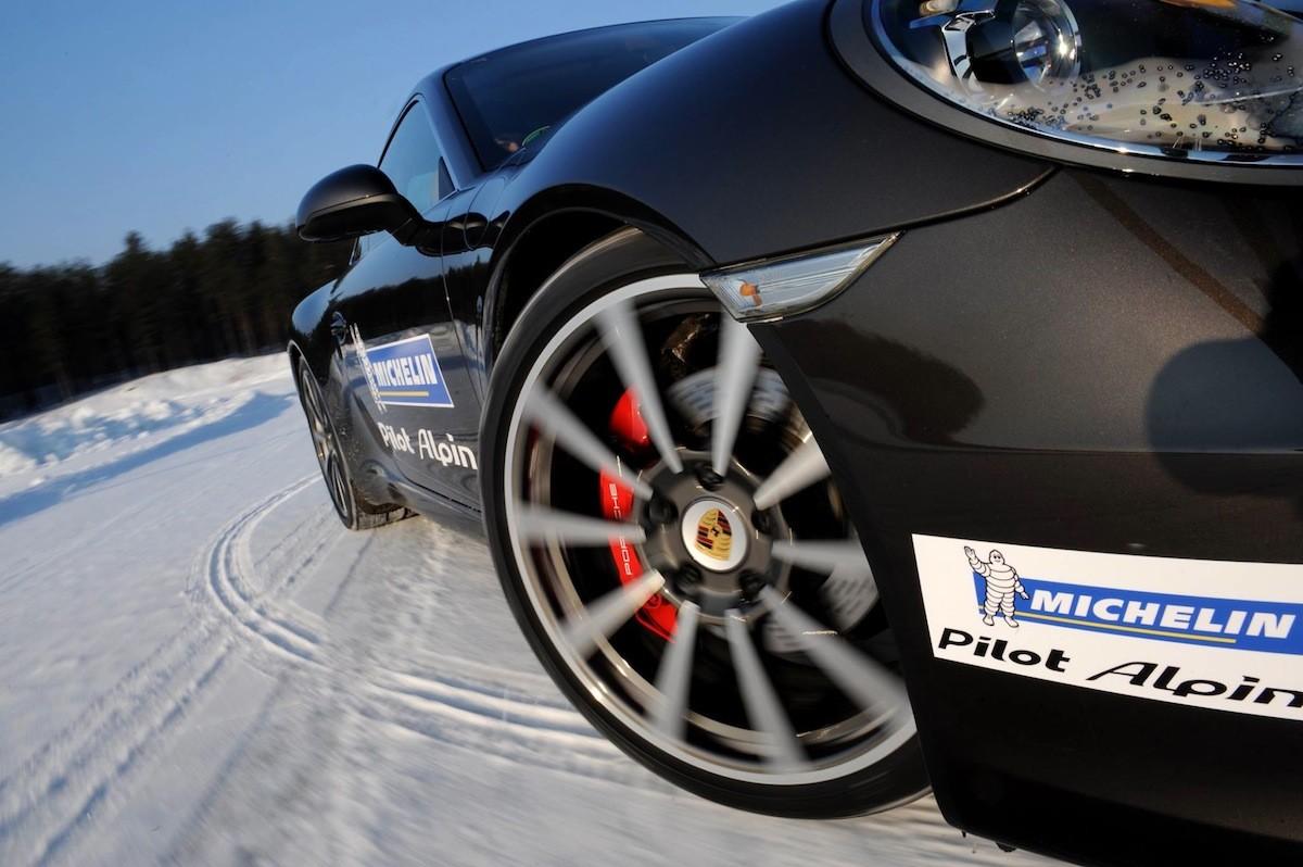 Neumáticos de invierno frente a neumáticos todo tiempo