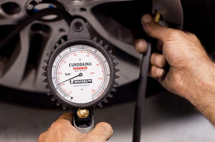 Cómo afecta una presión incorrecta en tu vehículo