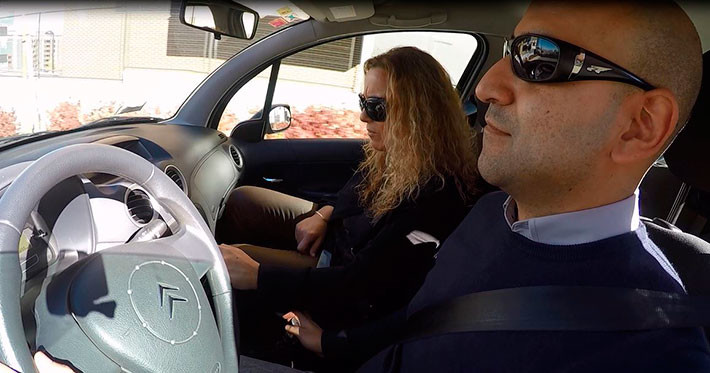 ¿Hay más riesgos si conduzco con gafas y se activa el airbag?