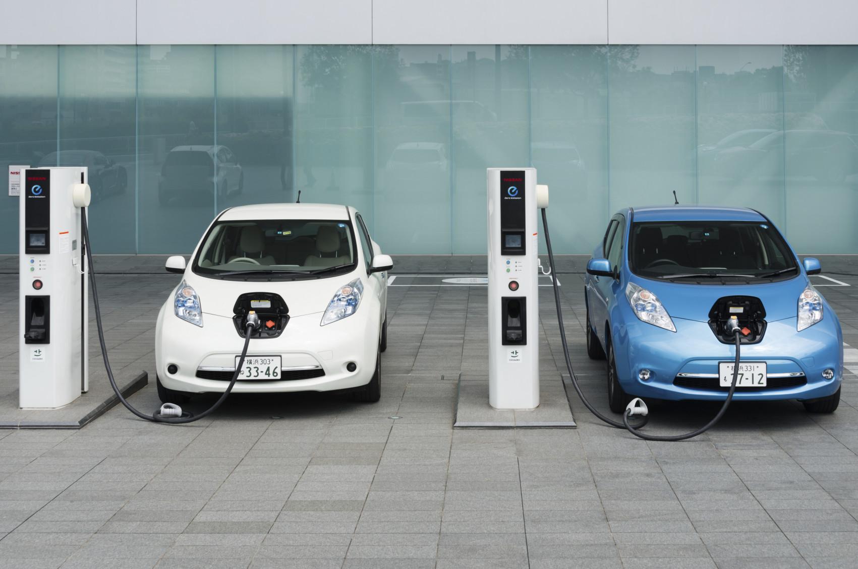 Diferencias básicas a la hora de conducir un coche eléctrico frente a uno de combustión
