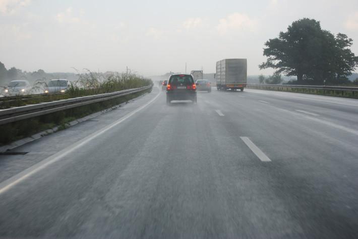 distancia de seguridad con lluvia