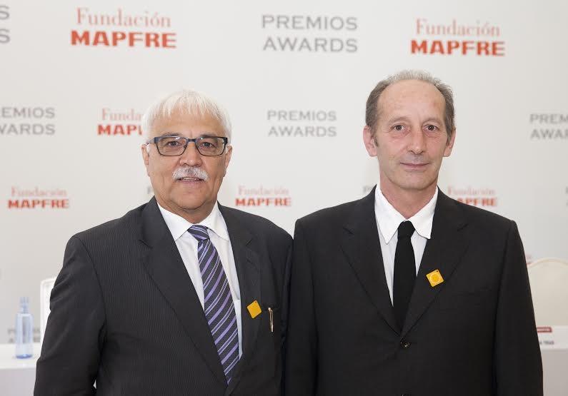 A la izquierda de la imagen: Jeannot Mersch, Presidente de FEVR, y a la derecha, Manuel Ramos, Vicepresidente de dicha entidad, en la ceremonia de entrega de los Premios de Fundación MAPFRE en Madrid