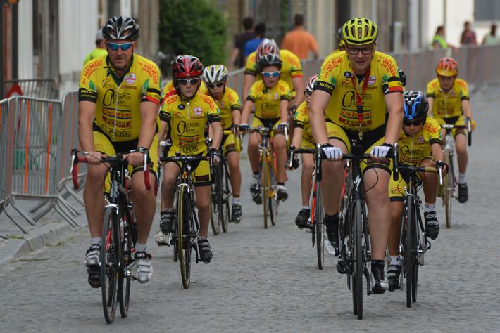 Consejos para sobrepasar a un grupo de ciclistas con seguridad