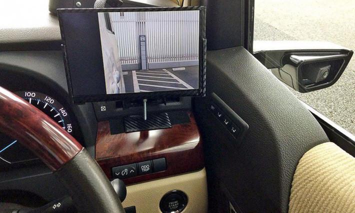 cámara retroviosr y pantalla