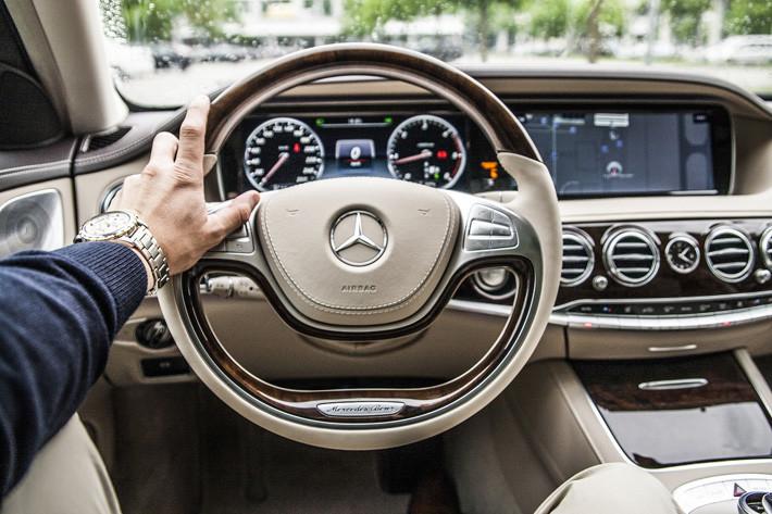 Principales vicios en la postura al volante que deberías evitar