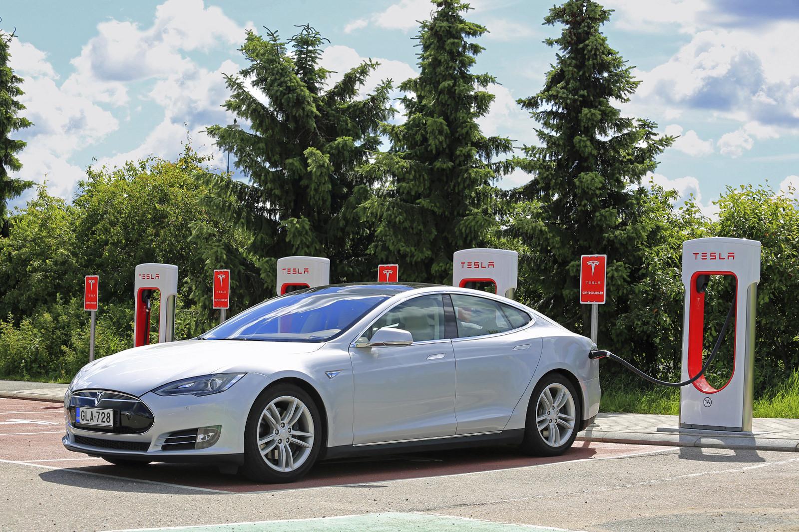Aparcar gratis y otras ventajas del coche eléctrico en la ciudad