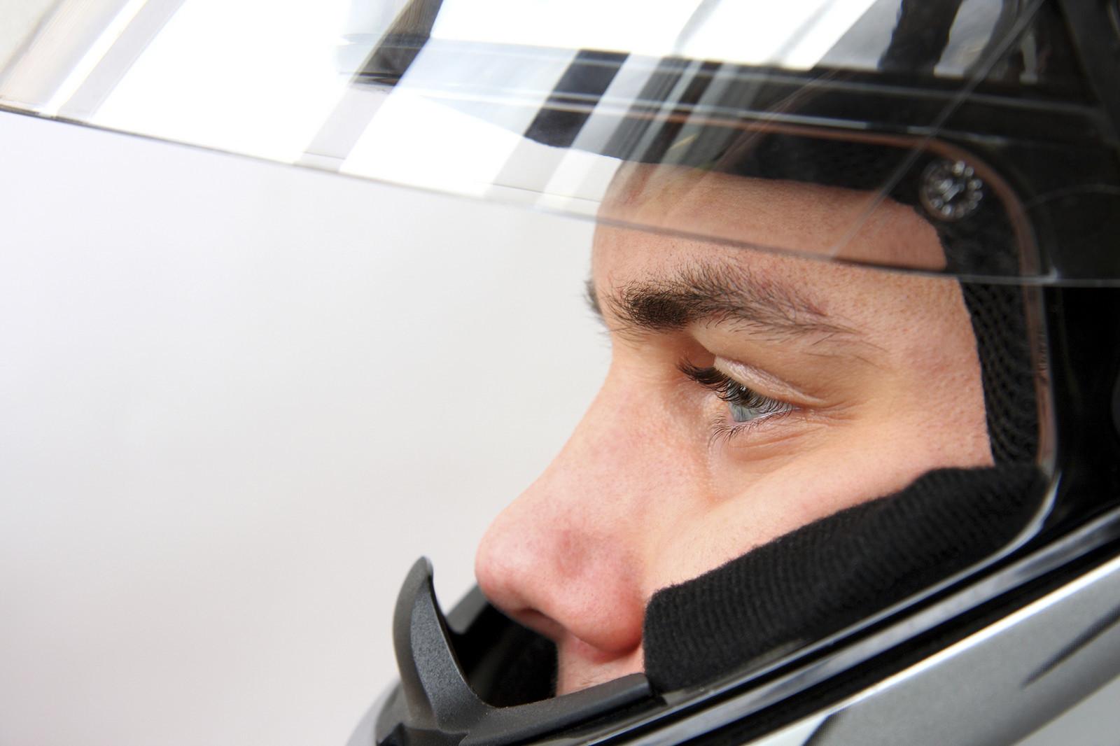 ¿El fin de los motoristas sin casco? Así es el Cascolock