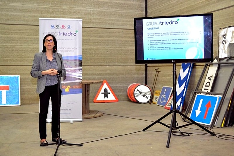 Concepción Garrido, responsable del área de Seguridad Vial y Movilidad de Grupo Triedro, fue la encargada de explicar el Plan de Seguridad Vial Laboral en su empresa
