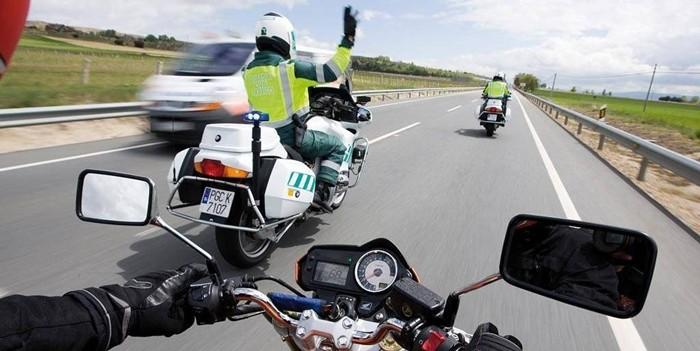 Velocidad, cinturón, alcohol: los vídeos de la DGT que muestran las mismas infracciones de siempre al volante