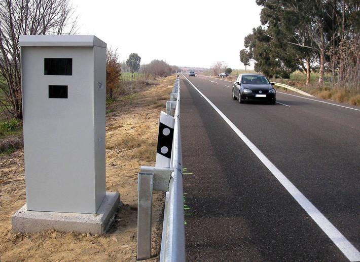 Asistentes de conducción vs antirradares: ¿cuáles son ilegales?