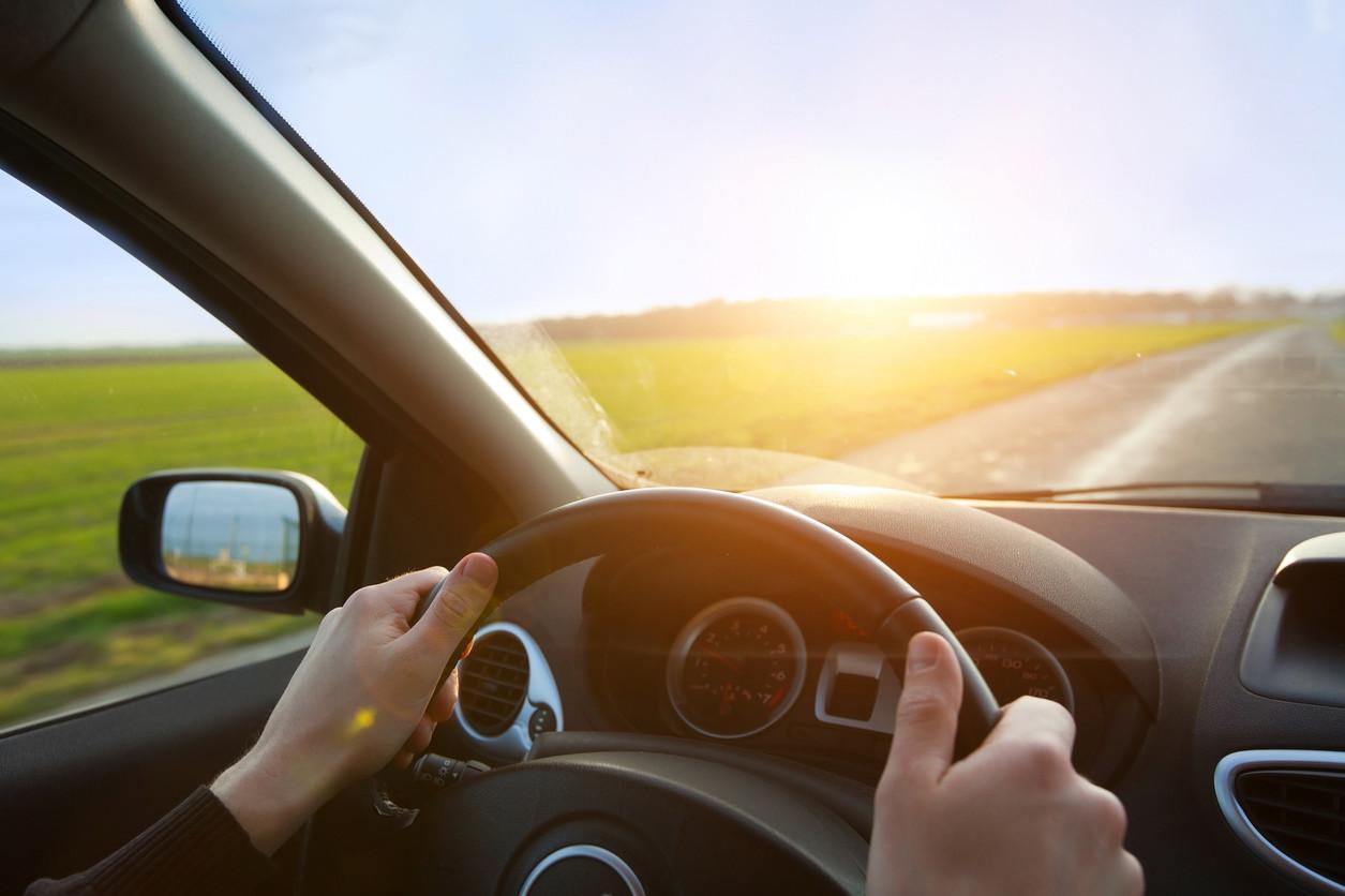 Las distracciones en la conducción y el buen hábito de la atención permanente