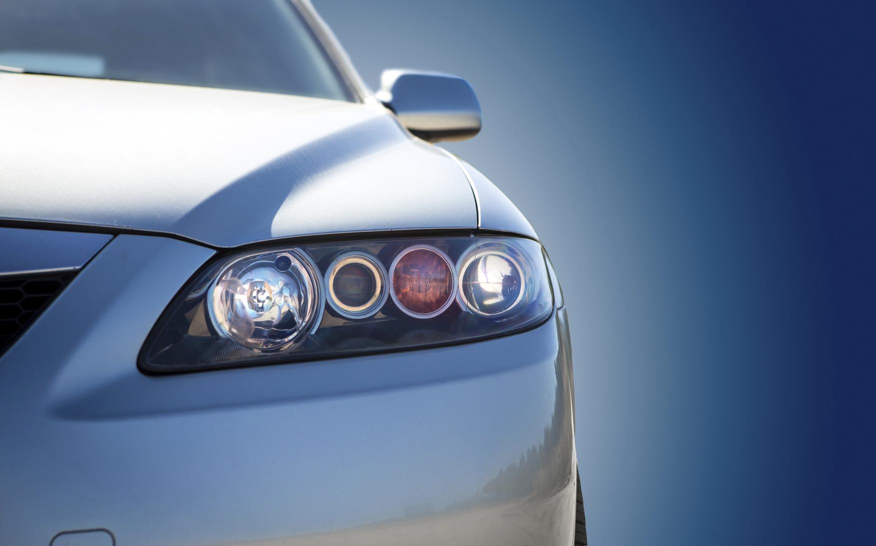 Cómo cambiar tú mismo las luces del coche con total seguridad