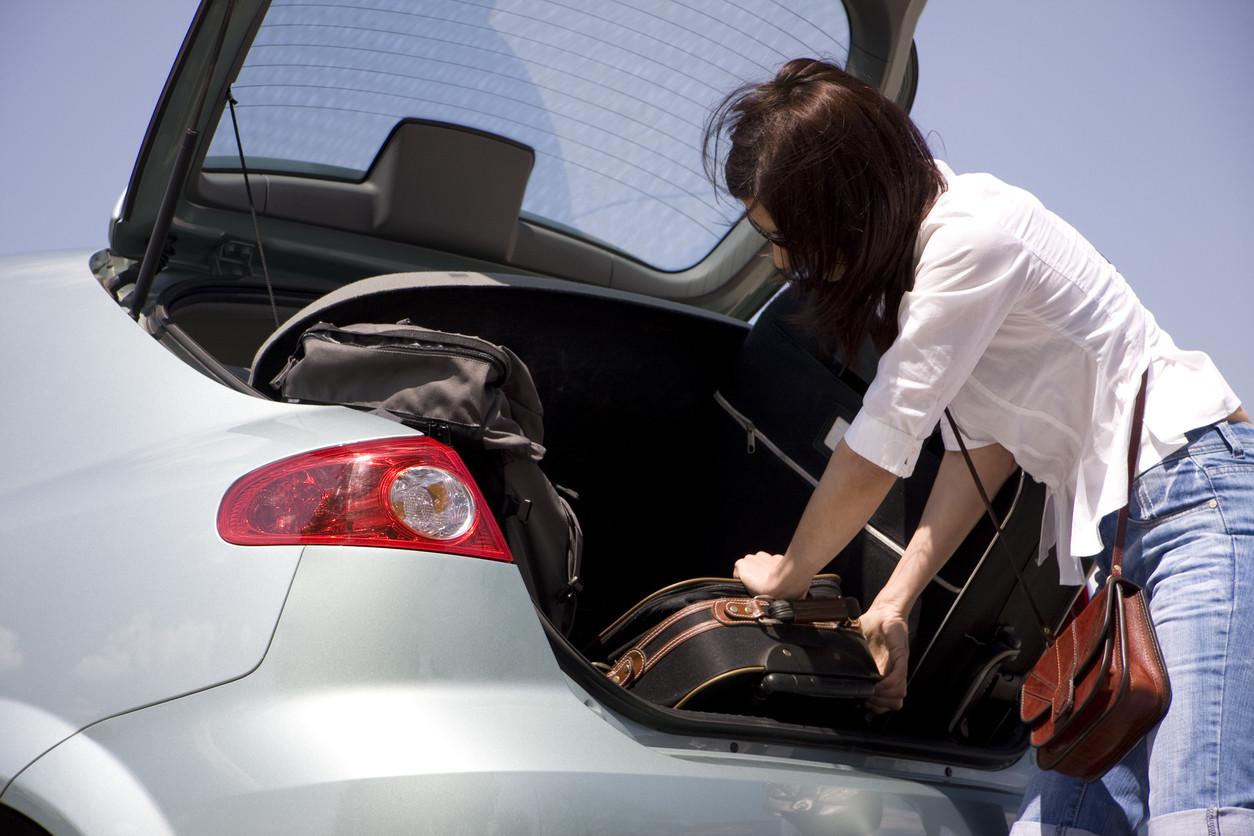 La guía definitiva para distribuir el equipaje de forma segura en el coche