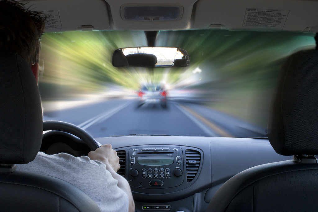 ¿Qué espejos retrovisores son obligatorios llevar en el coche y en el ciclomotor?