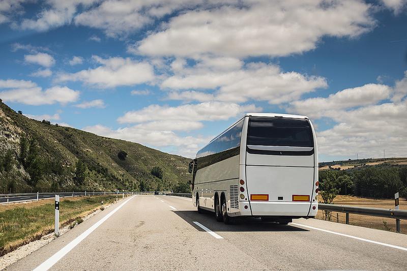 ¿Se podría mejorar la seguridad del transporte escolar de nuestros hijos?