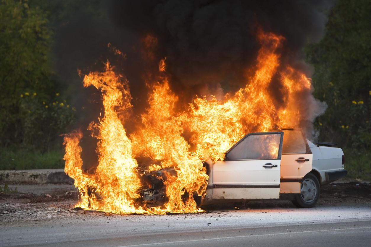 ¿Es recomendable llevar un extintor en el coche?