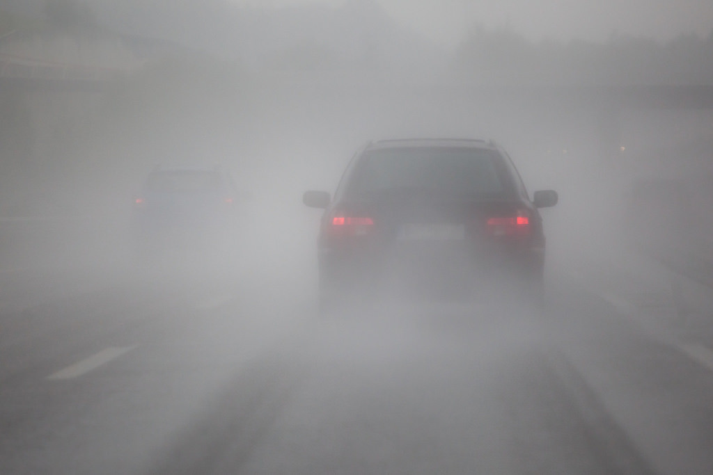 Conducir en invierno: guía para circular con lluvia, nieve, niebla y viento