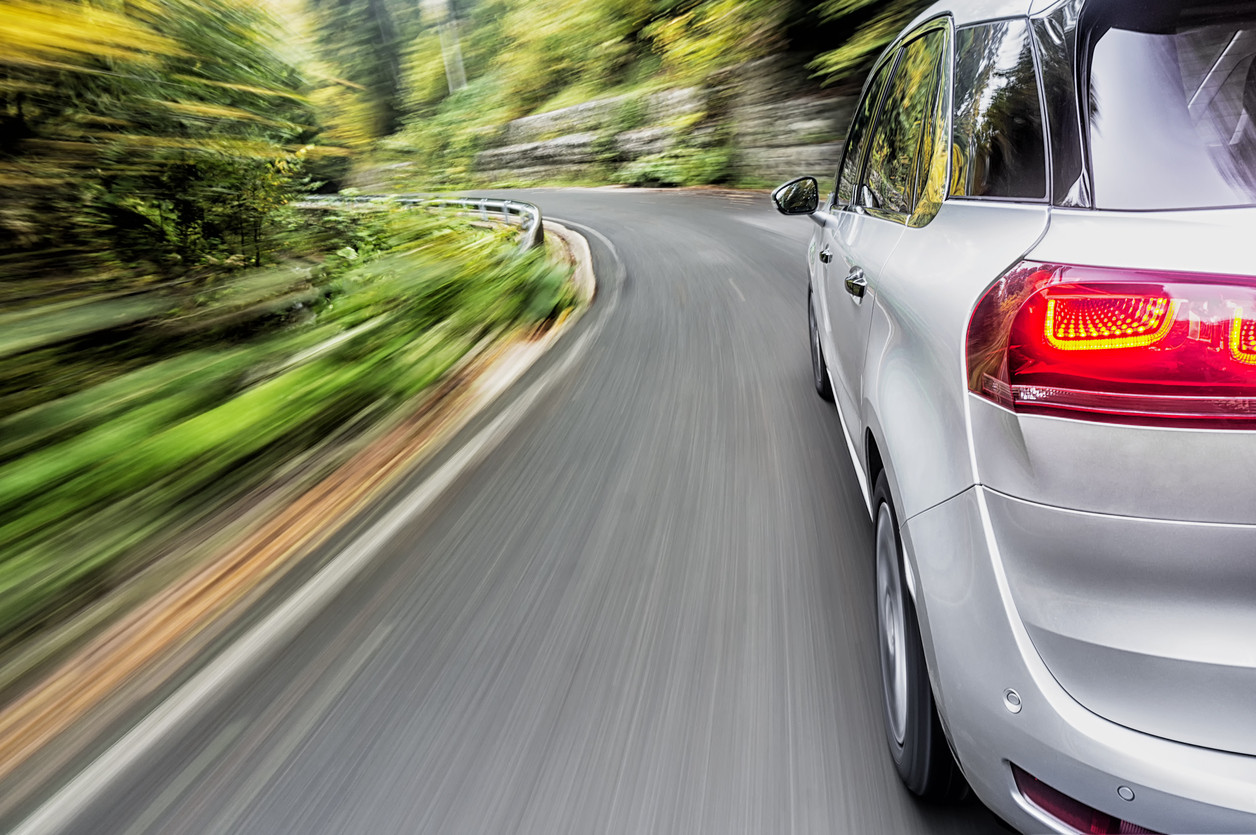 ¿Más potencia en un coche implica más seguridad?