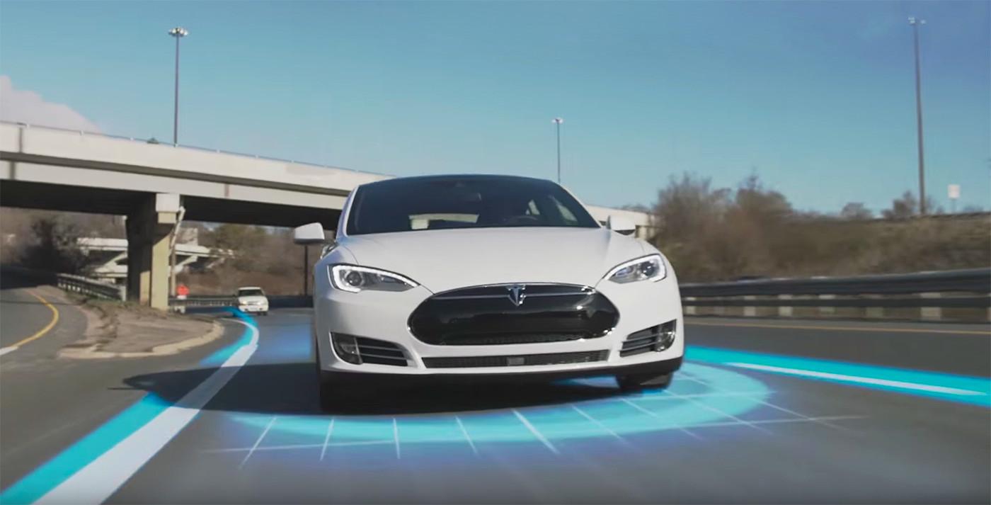 El coche autónomo se perfecciona: Tesla mejora su Autopilot reduciendo un 40% el riesgo de accidente