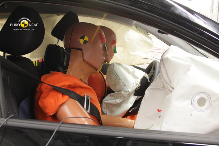 ¿Son los coches más seguros para los hombres que para las mujeres? Los crash tests así lo desvelan
