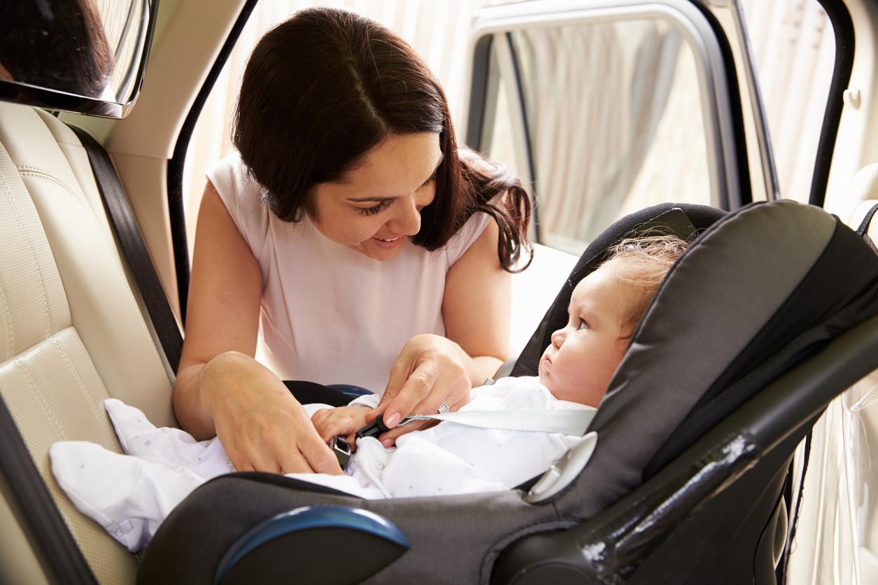 Por qué un niño sentado a contramarcha viaja más seguro