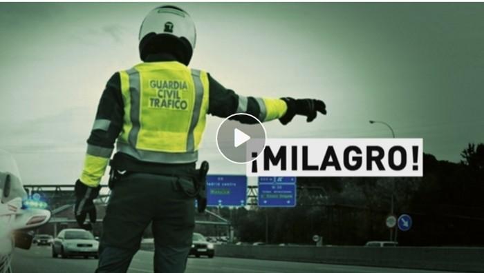 Este vídeo impactante demuestra que la Guardia Civil de Tráfico no sólo está para poner multas