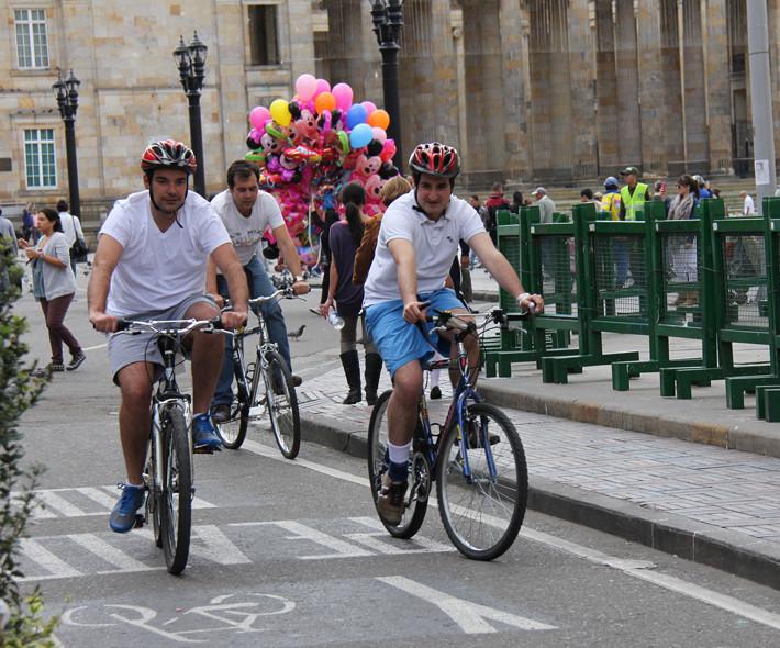 Celebremos el Día Mundial de la Bicicleta de forma segura (pese a su origen)