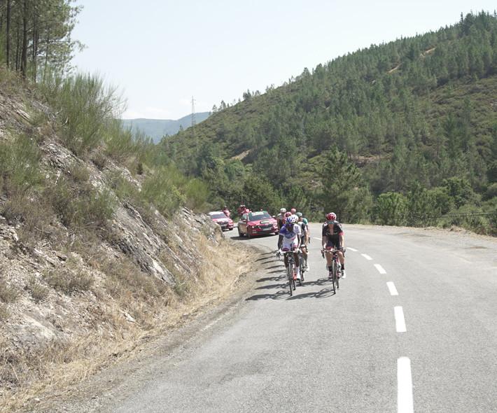 Ciclistas en ruta de carretera: 15 reglas esenciales para rodar con seguridad