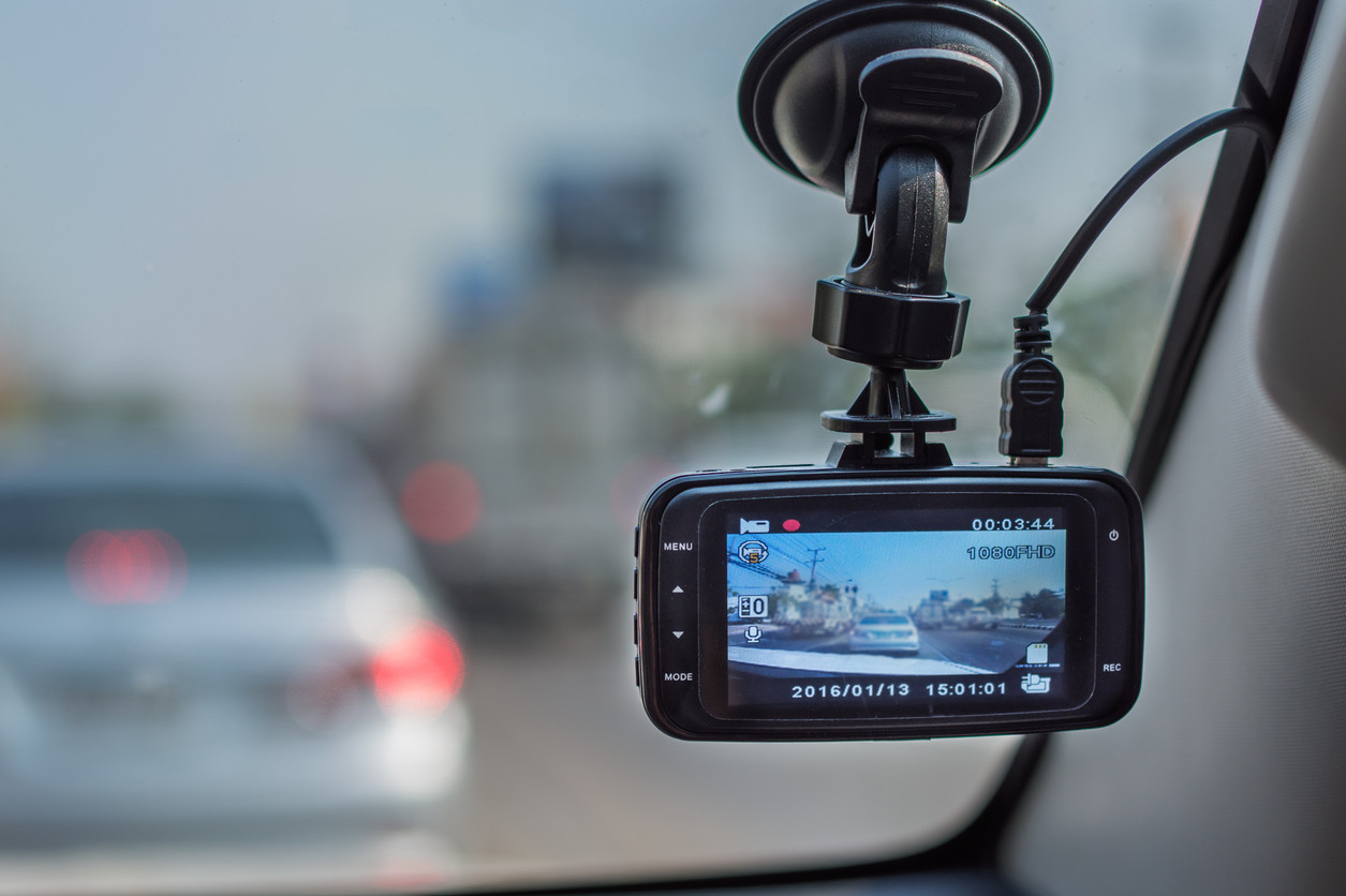 ¿Qué implica la cámara conectada en el automóvil para tu seguridad?