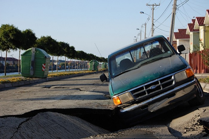 Seis reglas de oro sobre cómo actuar ante un terremoto si viajamos por carretera