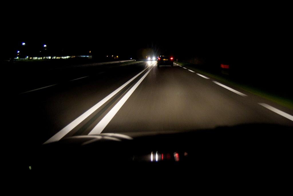 conduciendo de noche